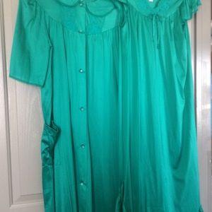 Two pc. satin gown&robe nancy King, green vtg S/M